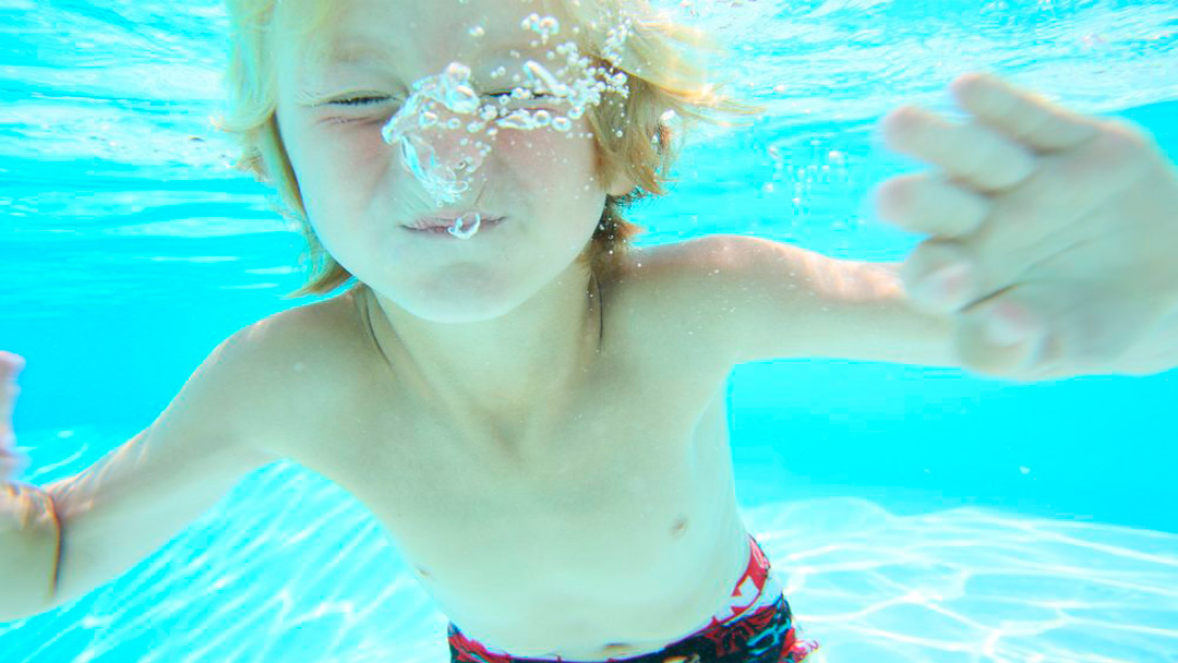 Bambino che annega: come agire?