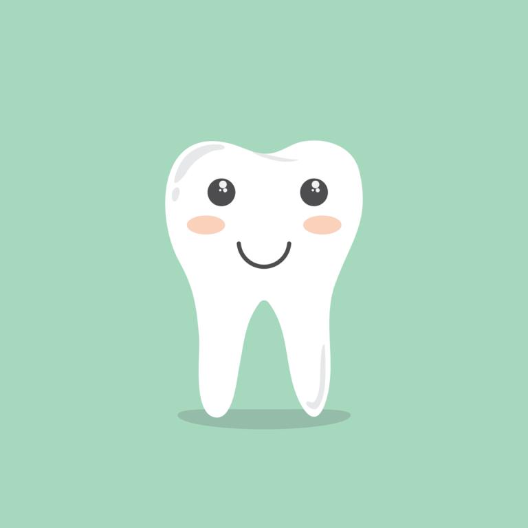 Primi Dentini Neonato: tra febbre, sintomi e falsi miti